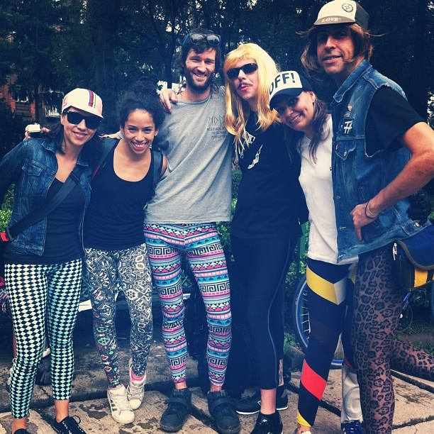 Friends with TIG in Leggings (Photo by Mar Meneses)